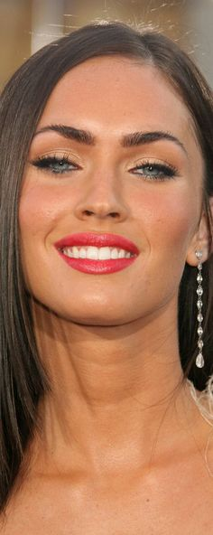 Megan Fox, so wunderschön! Blue Makeup, Hair Makeup, Beautiful Eyes, Gorgeous Women, Megan Fox Makeup, Megan Fox Eyebrows, Easy Cat Eye, Fox Eyes, Megan Denise Fox