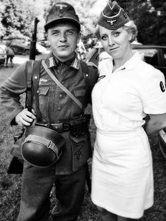 Picture Photo Geman Soldier with a German Nurse 2709
