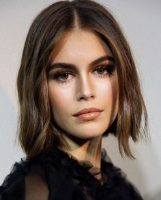 Beautiful Eye Makeup, Beautiful Eyes, Pretty Hairstyles, Bob Hairstyles, Hair Inspo, Hair Inspiration, Short Hair Cuts, Short Hair Styles, Kaia Gerber