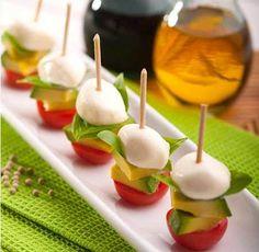 oooh - next time I make my caprese bites, I'm adding avocado! Caprese Bites // Avocado, Mozzarella and Tomato Gourmet Recipes, Appetizer Recipes, Cooking Recipes, Tomato Appetizers, Party Appetizers, Fingers Food, Healthy Snacks, Healthy Recipes, Salad Recipes