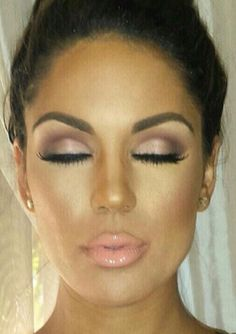 This is a really gorgeous makeup look. It would be perfect for a bride. It's natural but still glam and sexy, not over done. Bridal makeup. Wedding. Natural light smokey eye. Peach / nude lip. #weddingmakeup