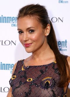 """The legendary Alyssa Milano. Milano starred in the sitcom Romantically Challenged as Rebecca Thomas, a recently divorced single mom attorney in Pittsburgh who has not dated """"since Bill Clinton was president"""". Alyssa Milano Charmed, Alyssa Milano Hot, Beautiful Celebrities, Beautiful Actresses, Beautiful Women, Seinfeld, Alisa Milano, Playboy, Actrices Sexy"""