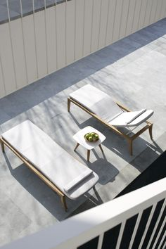 Royal Botania ZIDIZ 195 lounger, designed by Kris Van Puyvelde. Modern design teak sun lounger with adjustable seat and back in powder coated aluminium. Royal Botania Zidiz sun lounger has hidden casters and is optionally available with luxury cushion in an exciting range of high quality outdoor fabrics.