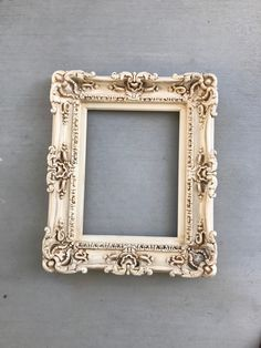 Empty Picture Frames, Shabby Chic Picture Frames, Ornate Picture Frames, Empty Frames, Vintage Picture Frames, Painted Picture Frames, Baroque Fashion, Wedding Frames, Vintage Shabby Chic