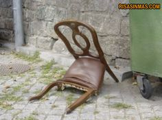 La silla más triste del mundo | Risa Sin Más