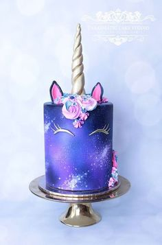 My daughter said this is the coolest unicorn cake she's seen! Apparently it's a GALAXY unicorn cake! Dessert Party, Party Desserts, Party Cakes, Party Drinks, Unicorn Birthday Parties, Unicorn Party, Cake Birthday, Birthday Kids, Unicorn Bed