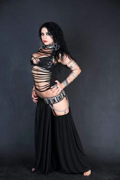 Diana Bastet, heavy metal belly dancer