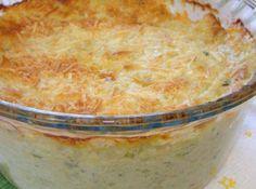 Ingredientes  3 ovos batidos 1 pitada de sal 3 colheres (sopa) de queijo ralado 1/2 xícara (chá) de leite 1/2 colher (sopa) de amido de milho 1/2 xícara (chá) de frango