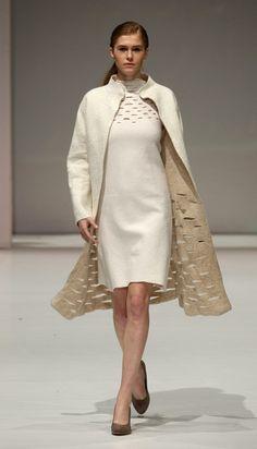 Vestido clássico em felting. Maravilhoso. Para quem não sabe, Felting é uma técnica artesanal que usa lã de carneiro.