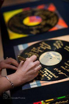 Have guests sign vinyl records and display later on at home - great for a music inspired party - alternative guest book idea 70s Party, Disco Party, Decoration Disco, Festa Rock Roll, Music Themed Parties, Music Party Themes, Retro Party Themes, Music Party Decorations, Prom Themes
