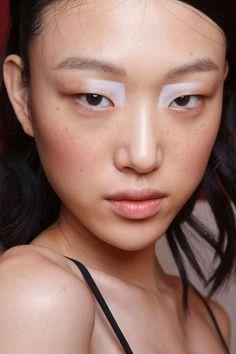 maquiagem conceito com detalhe na cor branca