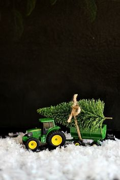 diy Christmas decor: holiday tree on john deere tractor, with snow /refreshrestyle1/