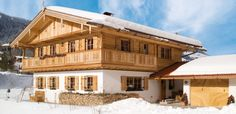 Regnauer Vitalhäuser - Kirchberg Style At Home, German Houses, Swiss Chalet, Chalet Style, Facade House, Tiny House, House Plans, Sweet Home, Cottage