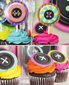 button-fondant-cupcake-toppers