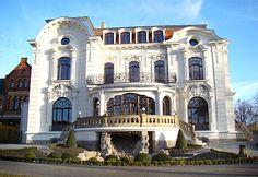 Weiße Villa (white villa) in Aschersleben