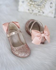 Girls Heel Glitter Shoes - ROSE GOLD Rock Glitter mary-jane heels with added satin bow - Flower Girl shoes and Princess Shoes Gold Flower Girl Dresses, Flower Girl Shoes, Little Girl Shoes, Flower Girls, Glitter Girl, Glitter Heels, Glitter Toms, Gold Glitter, Trajes Kylie Jenner