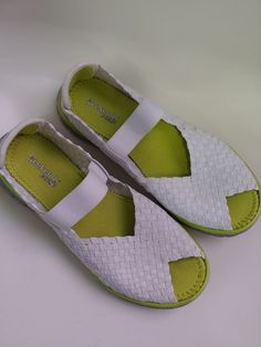192b76b43ec women weekends by khombu shoes Condition is Pre-owned.