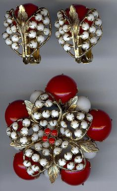 SCHREINER VINTAGE RED & WHITE GLASS DIMESIONAL FLOWER PIN AND EARRINGS SET