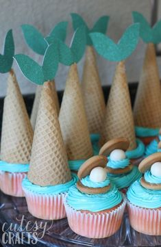 Adorable Mermaid Crafts for Kids and Adults - Cutesy Crafts Adorable Mermaid Crafts for Adults and Kids<br> of the best mermaid crafts that you'll want to make today! Mermaid crafts for adults and kids to enjoy. Mermaid Birthday Cakes, Birthday Cupcakes, Fun Cupcakes, Mermaid Themed Party, Mermaid Party Food, 4th Birthday, Little Mermaid Parties, Little Mermaid Cupcakes, Little Mermaid Crafts