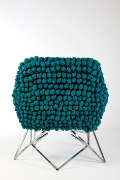 It's an absolutely new concept of cozy soft and comfortable furniture for an office by Brazilian designer Nicole Tomazi. The collection is called Fractal. Funky Furniture, Furniture Styles, Furniture Design, Furniture Ideas, Interior Design Layout, Classroom Furniture, Crochet Decoration, Fractal Design, Textile Texture