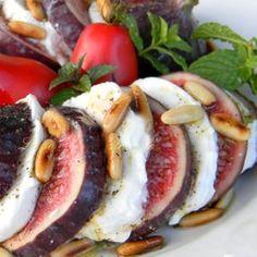 Fig and Mozzarella salad Veggie Recipes, Wine Recipes, Appetizer Recipes, Vegetarian Recipes, Cooking Recipes, Healthy Recipes, Veggie Food, Mediterranean Recipes, Soup And Salad