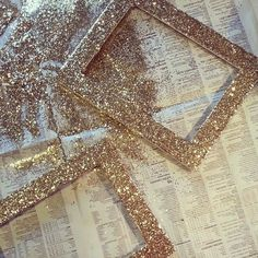 Pick up thrifted picture frames and use glitter, glue and a paintbrush for this easy glitter frame DIY project. Glitter Frame, Gold Glitter, Glitter Hair, Glitter Picture Frames, Glitter Clothes, Glitter Nikes, Glitter Candles, Yellow Glitter, Glitter Pictures