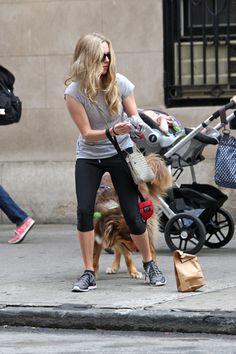 Amanda Seyfried - Amanda Seyfried Walks Her Dog in NYC