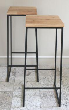 banquetas de madera y patas de hierro