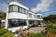 On the market: Two-bedroom art deco-style apartment in Leigh-On-Sea, Essex on http://www.wowhaus.co.uk