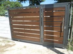 portones de madera - Buscar con Google Front Gates, Entry Gates, Entrance Doors, House Main Gates Design, Door Gate Design, House Design, Timber Gates, Metal Gates, Diy Backyard Fence