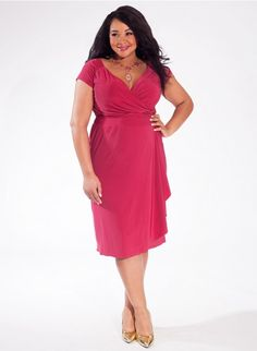#plussizefashion Dakota Plus Size Dress in Abtruse Dot at Curvaliicous Clothes Trendy Curvy | Plus Size Fashion | Fashionista | Shop online at www.curvaliciousclothes.com TAKE 15% OFF Use code: SVE15 at checkout