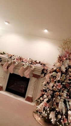 50 Rose Gold Christmas Decor Ideas so that your home tells a Sweet Romantic Story - Hike n Dip Rose Gold Christmas Tree, Rose Gold Christmas Decorations, Gold Christmas Ornaments, Elegant Christmas Trees, Christmas Tree Themes, Christmas Candles, Xmas Decorations, Christmas Villages, Victorian Christmas