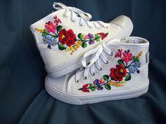 Kalocsai mintás kézzel hímzett cipő, Magyar motívumokkal, Ruha, divat, cipő, Baba-mama-gyerek, Cipő, papucs, Meska