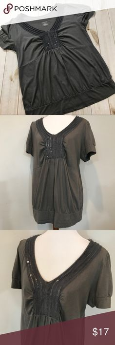 Lane Bryant Women's Top 14/16 Gray Blouse Lane Bryant Women's Top 14/16 Gray Sparkle Lined Embellished Front Shirt.   In good preowned condition with very minimal signs of wear, top of shoulder to very bottom hem measurement is approximately 28 inches, armpit to armpit measurement is approximately 21 inches.  Please be sure to check out all of my other items, same day or next business day shipping out as guaranteed once paid! Lane Bryant Tops Blouses