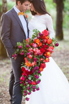 Be different with a cascade bouquet. This type of bouquet is a textured, unstructured arrangement. It consists of numerous trails of flowers spilling off the bouquet to create a waterfall effect.