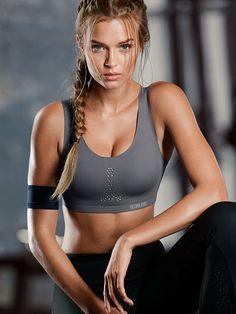 7269eea9166 Full support sports bra Josephine Skriver