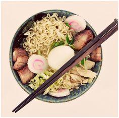 Momofuku Ramen Broth recipe by David Chang – Momofuku Cookbook Recipe is gone from main site! See: http://web.archive.org/web/20140208030059/http://foodnwhine.com/2013/01/08/momofuku-ramen-broth/