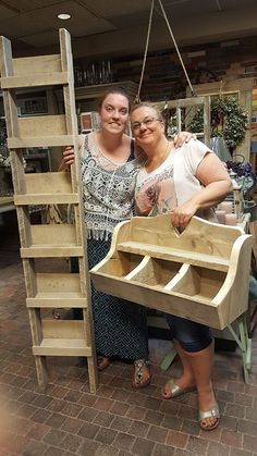 Ladder with shelves Wooden Projects, Diy Furniture Projects, Diy Pallet Projects, Wood Crafts, Craft Projects, Rustic Wood Furniture, Primitive Furniture, Small Furniture, Ideas Cabaña