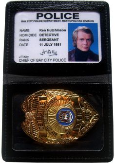 Badge en Cuir Starsky et Hutch avec Carte Identification Ken Hutchinson Insigne Métal - Séries TV Action / Police/Starsky et Hutch - Logostore Cops Tv Show, Cop Show, Paul Michael Glaser, David Soul, You Are My Forever, Starsky & Hutch, Homicide Detective, Best Mysteries, Old Shows