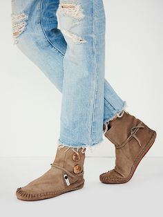 Cute boots with those jeans, perfect Saturday outfit!