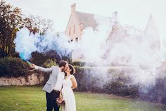 Floriane Caux Photographe de Mariage - Toulouse, France, Worldwide: {Mariage Funky} Célia & Vincent au Château du Croisillat #smokebombs