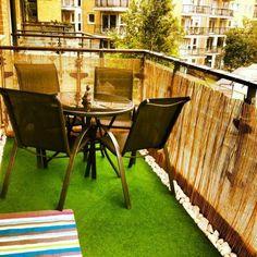 brise-vue-balcon-zen-bambou-idée-originale-sol-gazon-galets