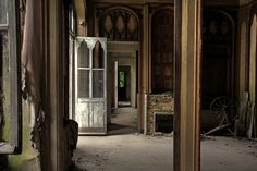 CHATEAU CLOCHARD, Pont-Remy, Picardie, France. Inside the abandoned Chateau. by wysiwyg 08.08.2012