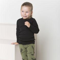 EASY ribbipusero, musta | NOSH verkkokauppa | Tutustu nyt lasten syksyn 2017 mallistoon ja sen uuteen PUPU vaatteisiin. Ihastu myös tuttuihin printteihin uusissa lämpimissä sävyissä. Tilaa omat tuotteesi NOSH vaatekutsuilla, edustajalta tai verkosta >> nosh.fi (This collection is available only in Finland)
