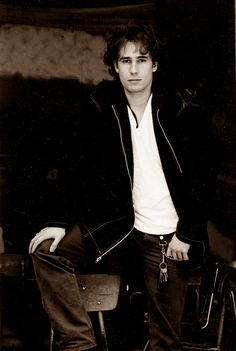 Everything Jeff Buckley He died to young.. Made great music!