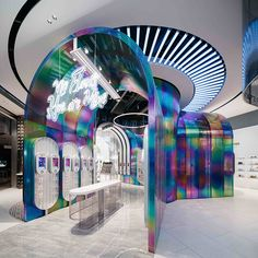 Lisa Yu, CEO and founder of B+Tube cosmetics company, wanted to translate Gen Z's freedom of expression into B+Tube's new Changsha store, and partnered with Shanghai-based... Online To Offline, Instalation Art, Space Shows, Cosmetic Companies, Retail Space, Teenager, Booth Design, 3d Design, Design Agency