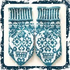 Ravelry: Calaveras mittens pattern by JennyPenny Knitted Mittens Pattern, Crochet Mittens, Knitted Gloves, Knit Crochet, Knitting Charts, Hand Knitting, Knitting Patterns, Knit Dishcloth, Wrist Warmers