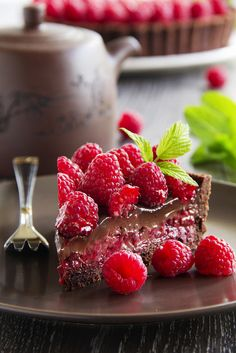 Tarte au chocolat et aux framboises - Ganache chocolat, purée de framboises fraîches sur pâte au cacao