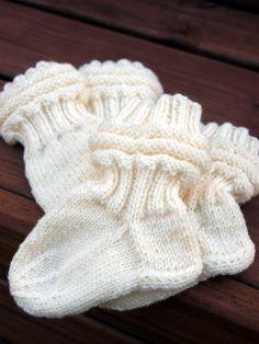 KARDEMUMMAN TALO: vauva Crafts To Do, Fingerless Gloves, Arm Warmers, Knit Crochet, Socks, Knitting, Handmade, Baby, Fingerless Mitts