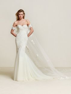 7e48d1c7a59 Drimea  Mermaid style wedding dress with low-waist skirt in silken tulle -  Pronovias